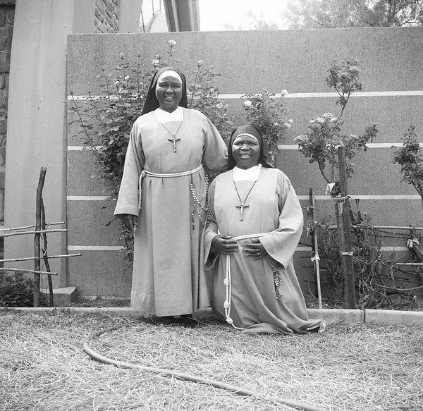 poorclaresisters10.jpg oeuvre artistique en noir et blanc argentique portraits de soeurs monastère des clarisses namibie ventes tirages d'art danièle verjus toulouse france