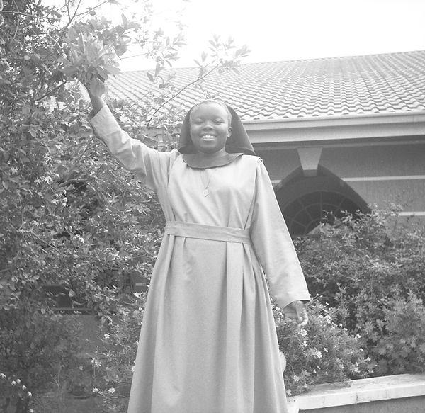 poorclaresisters14.jpg oeuvre artistique en noir et blanc argentique portraits de soeurs monastère des clarisses namibie ventes tirages d'art danièle verjus toulouse france
