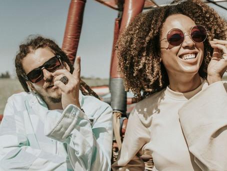 """""""Viajantes"""" é a música que une Adonai e Negra Li"""