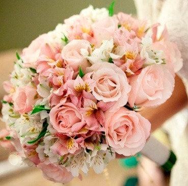 Buquê de Noiva Rosas e Astromélias