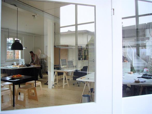Eingang zum Architekturbüro und dem Atelier für Raumgestaltung und Kunst in Uetikon am See
