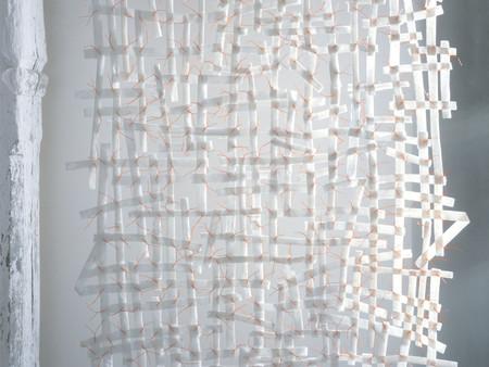 Installation,Netz, Papierfläche im Raum