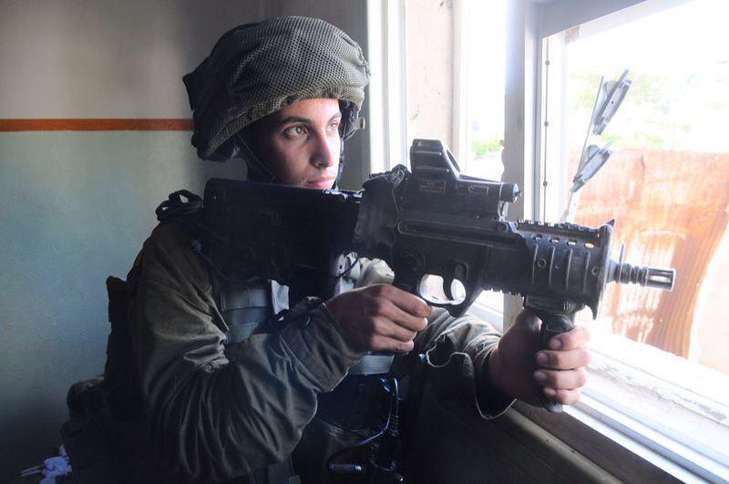 """חייל צה""""ל ברצועת עזה במבצע """"צוק איתן"""" בקיץ 2014. ישראל נכנסה באיחור למשחק"""