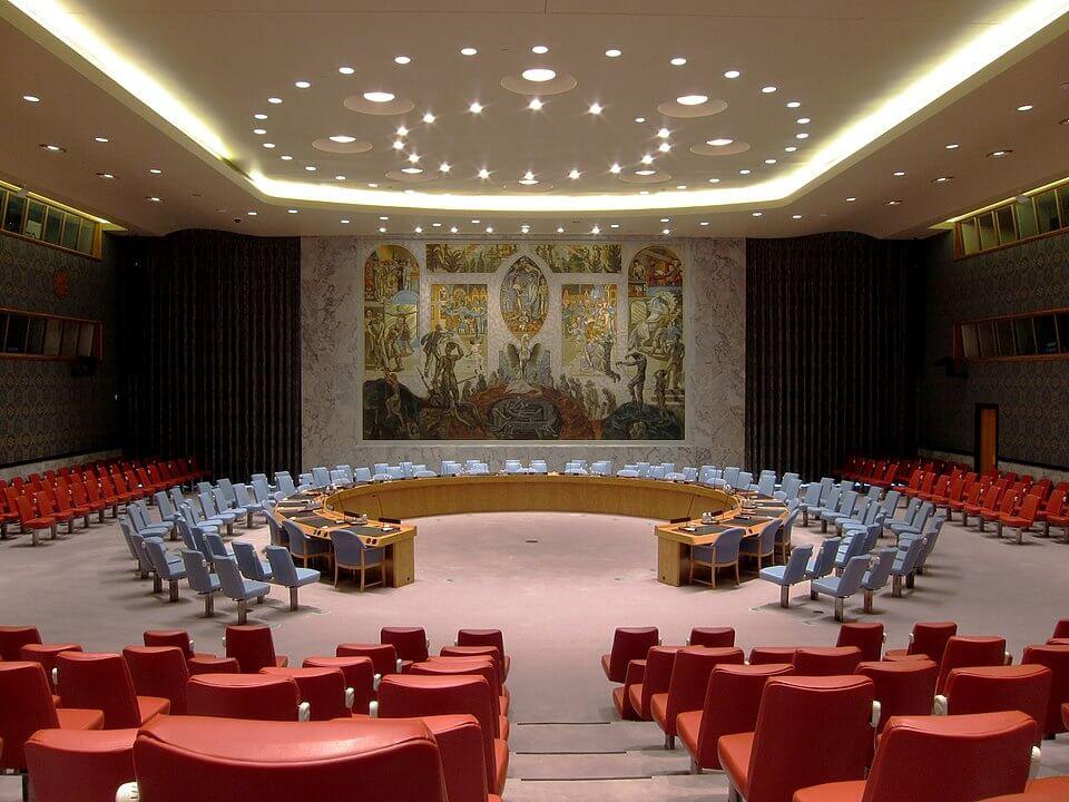 """מועצת הביטחון של האו""""ם מצביעה על החלטה 2334, המגנה את הבנייה הישראלית בהתנחלויות, בדצמבר 2016"""