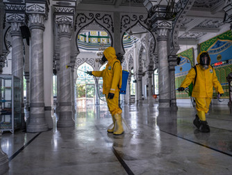 איך מאזנים בין בריאות הציבור לחופש הפולחן באסיה?