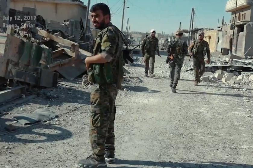 לוחמי הכוחות הדמוקרטיים הסוריים (SDF) בעיר רקה, ב-2017