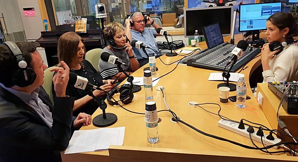 משתתפי הרב-שיח באולפן הרדיו הבינתחומי