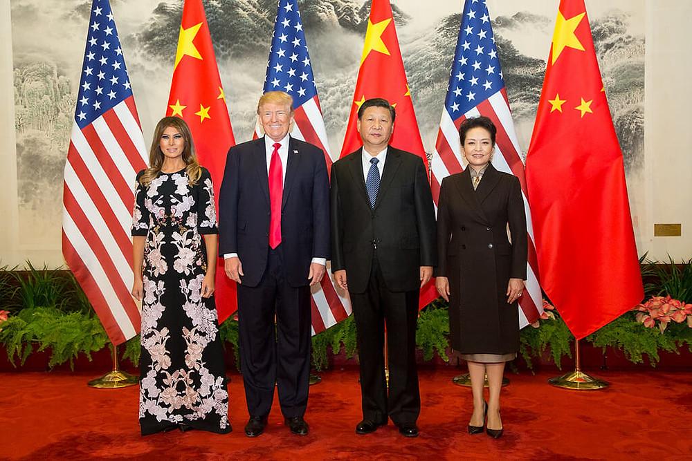טראמפ עם נשיא סין שי ג'ינפינג ובנות זוגם בבייג'ין, יוני 2017. יריבים שזקוקים אחד לשני
