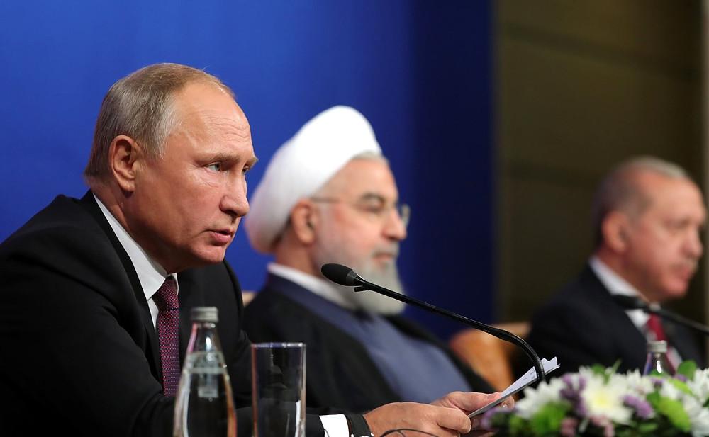 פוטין, נשיא איראן חסן רוחאני ונשיא טורקיה רג'פ טייפ ארדואן באיראן, ב-7 בספטמבר