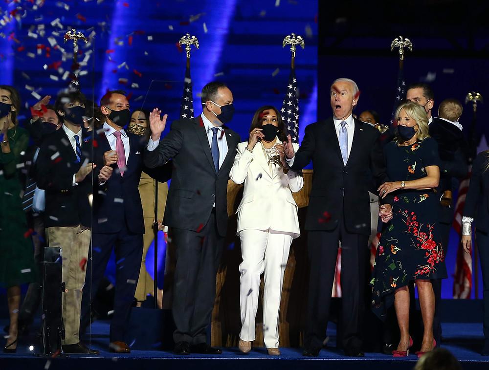 הנשיא הנבחר ביידן וסגניתו האריס באירוע הניצחון שלהם בדלאוור, הלילה | Photo by Tasos Katopodis/Getty Images