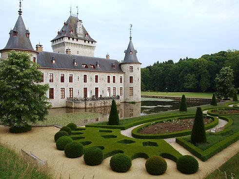 Achterzijde kasteel 4 buxus.JPG