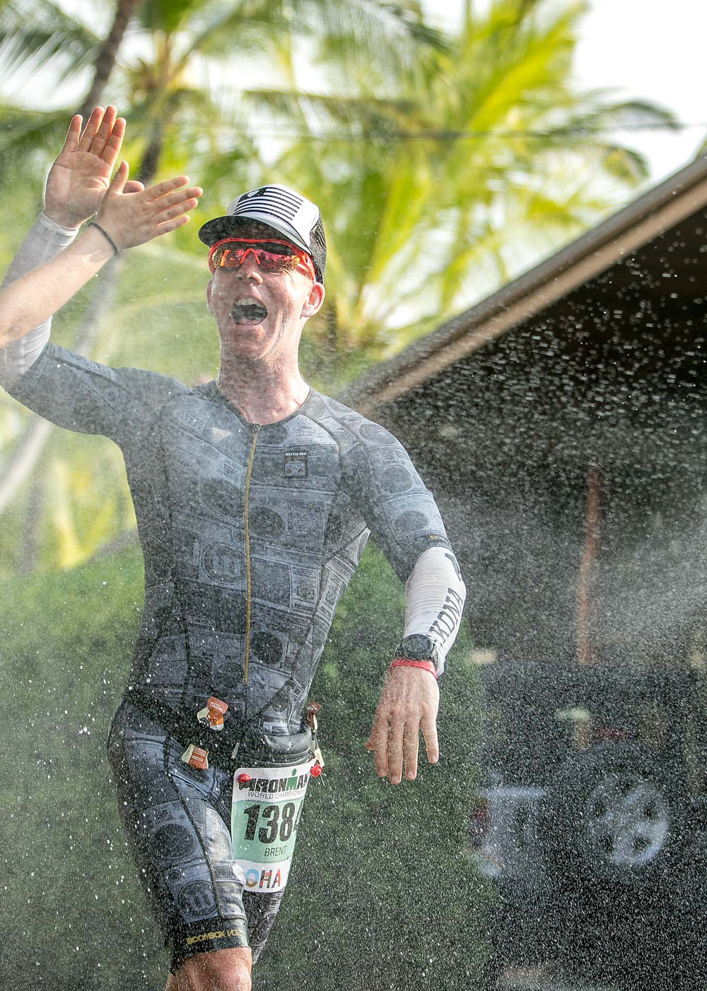 2017 Ironman World Championship Hawaii Men Athletes High Five happy Water