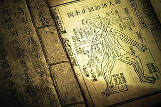 Livre_médecine_chinoise_ancien_-_iStock
