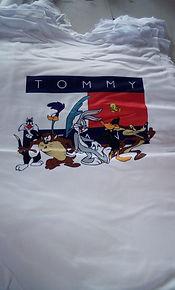 Camisetas_basicas_para_mujer_tommy_medel