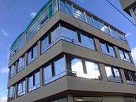 Fachadas flotantes en vidrio