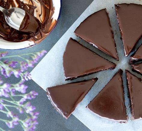 flourless chocolate pecan cake2.jpg