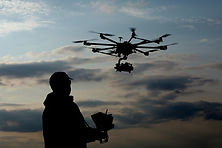 Description Prise de vue aérienne, vidéo et photographie vu du ciel grâce au drone, à Montréal dans les régions du Québec au Canada,  spécialiste de la stabilisation d'image vidéo, Drone, Montréal, drone Montréal, Québec, Canada photographie vidéo aérienne