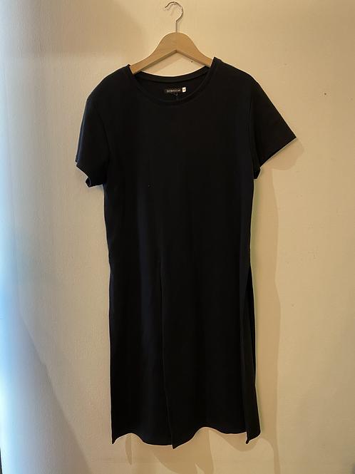 esthétique Kleid mit Schlitz