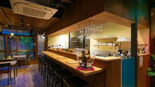 Cafe & Wine Bar Knuckles