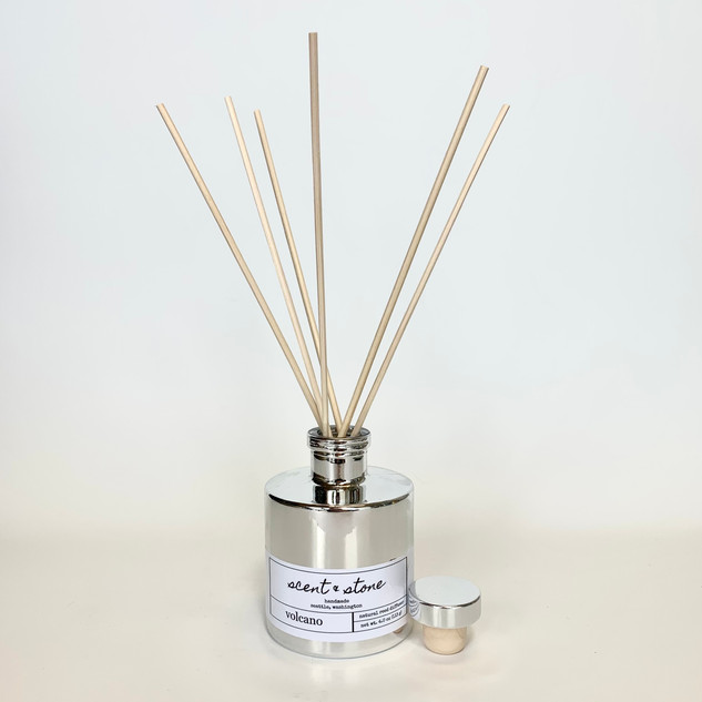 round reed diffuser in silver