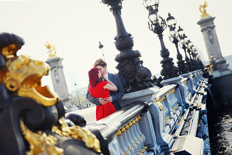 Paris Vacation Photographer Couple Kiss
