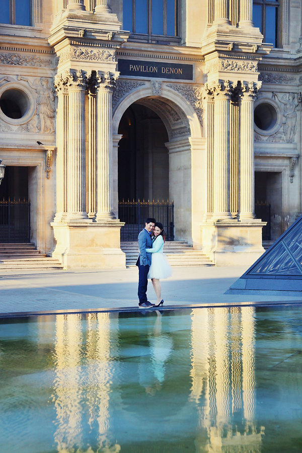 Paris Vacation Photographer Couple by Louvre