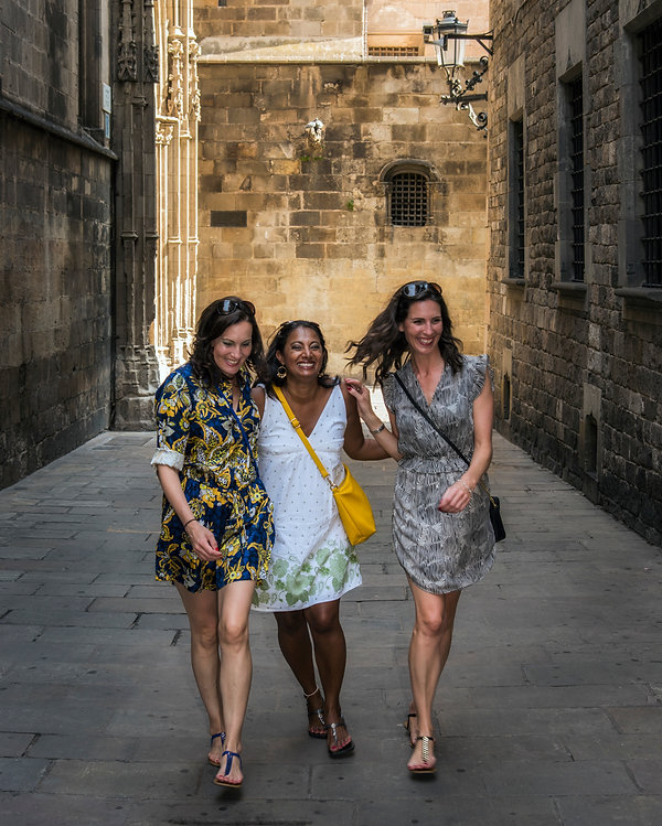 Barcelona Spain Photographer Women Friends Vacation