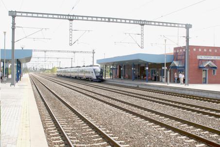 Επιβατικός Σιδηροδρομικός Σταθμός και πεζογέφυρα στους  Ν.Πόρους - Πλαταμώνα   Πιερίας