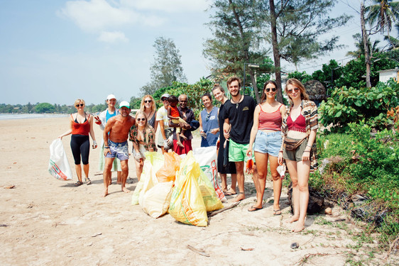 end of session of beach clean freedom surf school