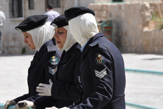 polizistinnen-in-jordanien-02801d4f-3331
