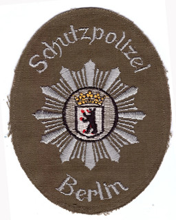 Berlin Schutzpolizei braun.jpg
