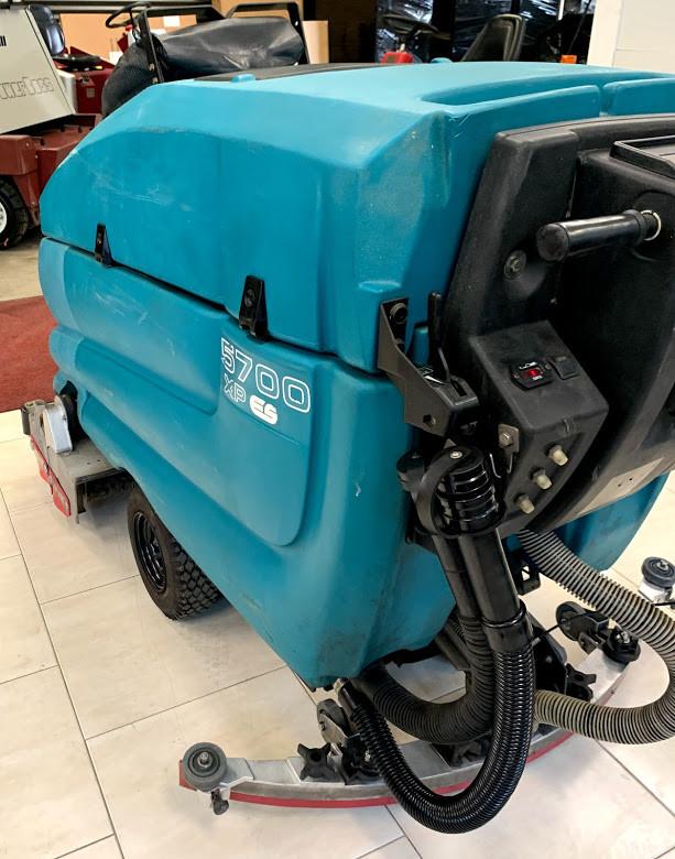Tennant 5700 scrubber