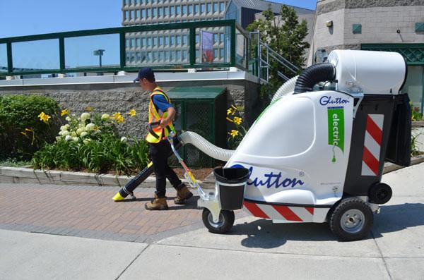 Powersweep Litter Vacuum In action