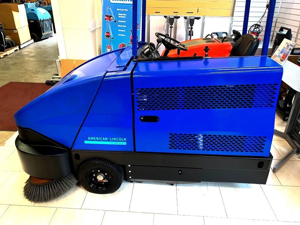 6150 LPG powered industrial sweeper