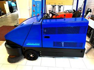 6150 LPG powered industrial sweeper