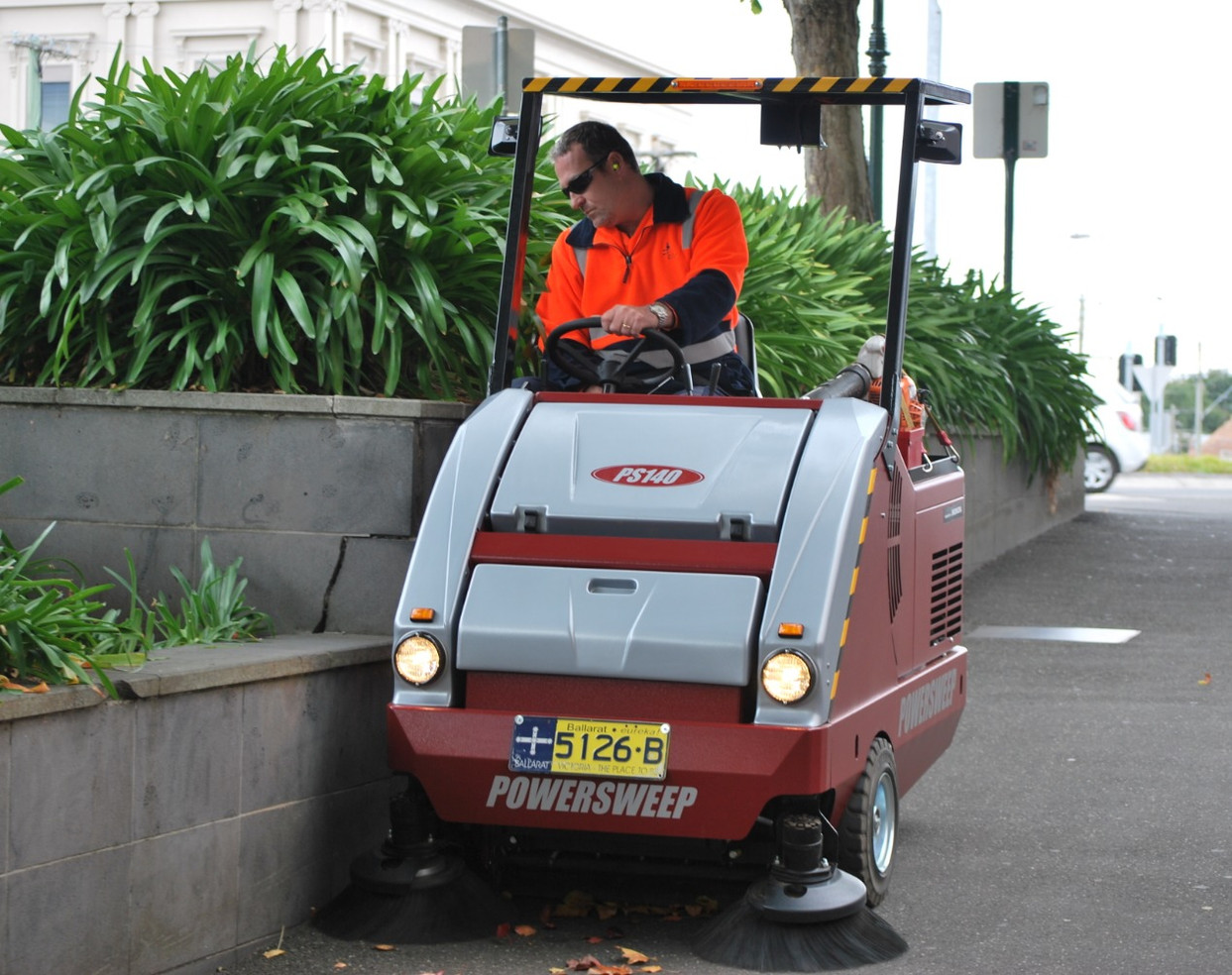 PS140 Footpath Sweeper