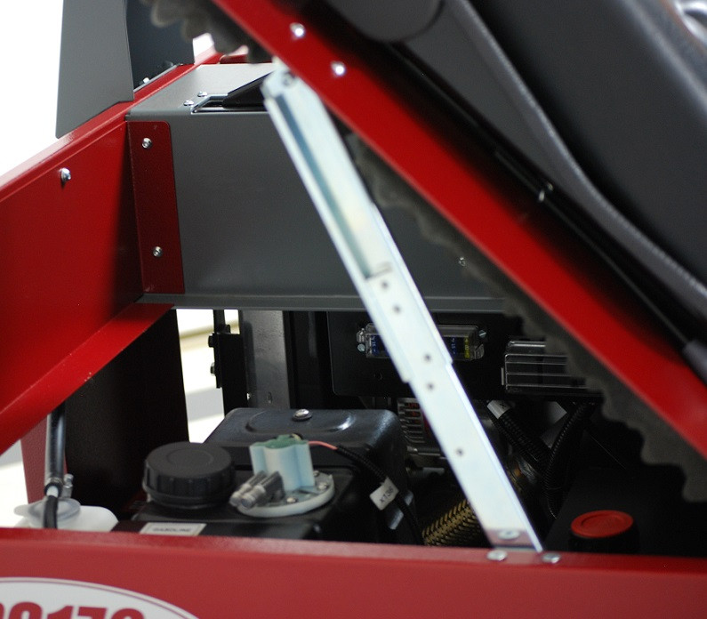 POWERSWEEP PS170 Fuel Tank Access