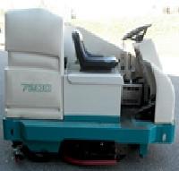 Tennant 7200 - Rider Scrubber.jpg