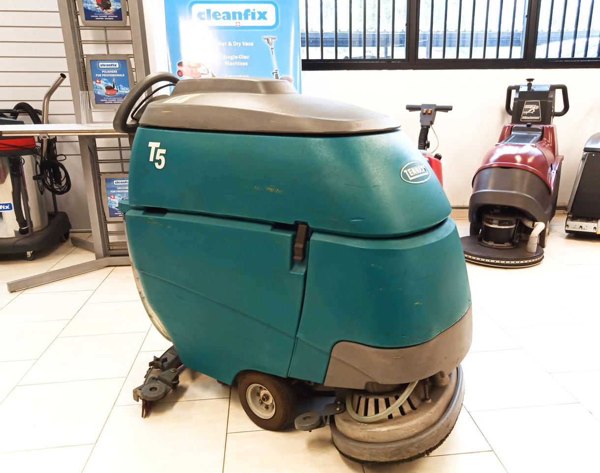 Tennant T5 scrubber