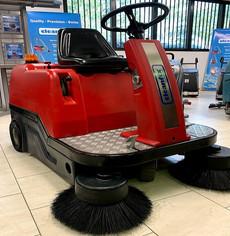 KS1200 sweeping machine