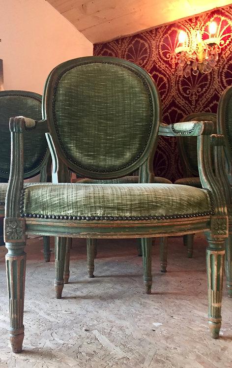 Lot de chaises et fauteuils médaillon