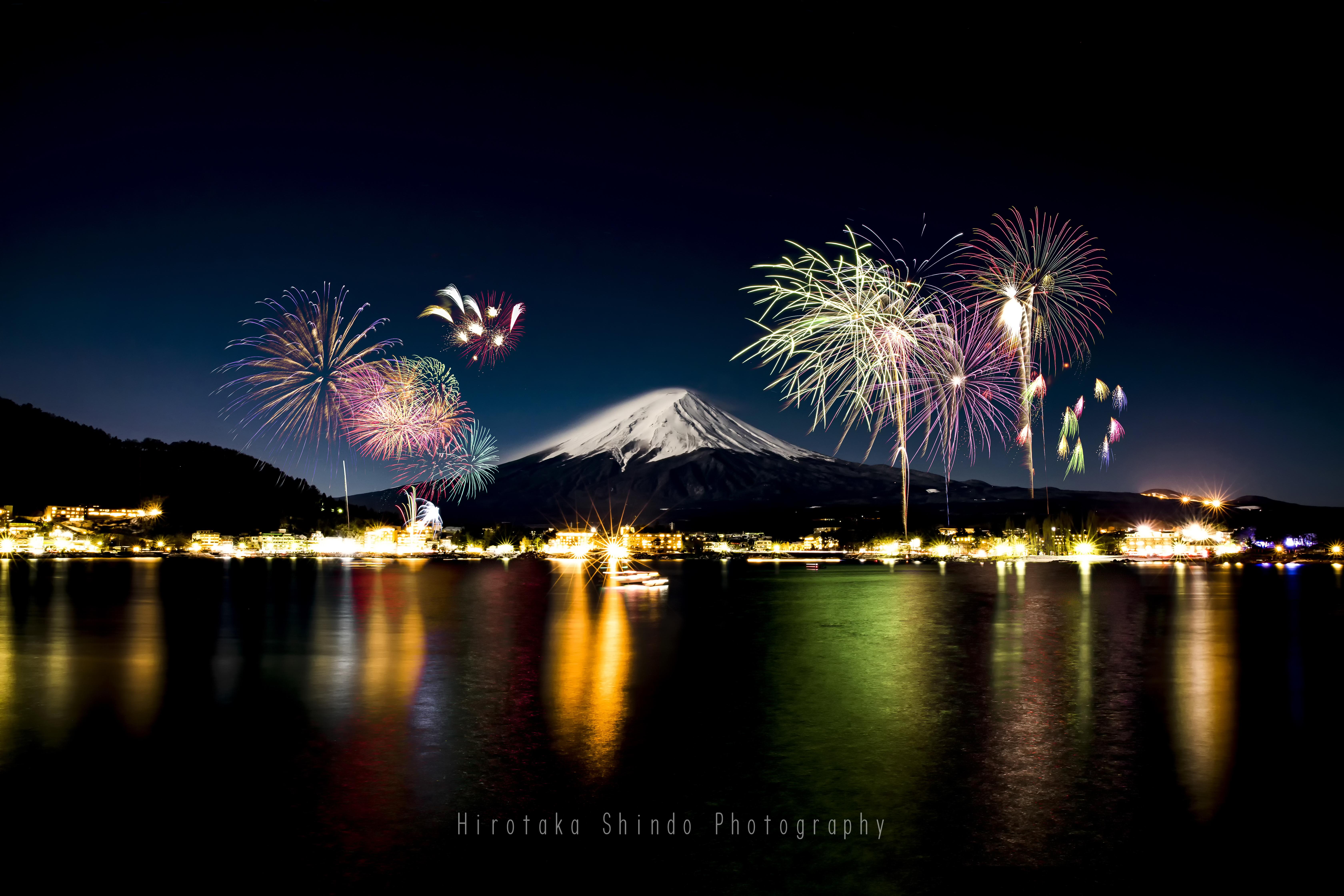 真冬の彩り、富士を飾る