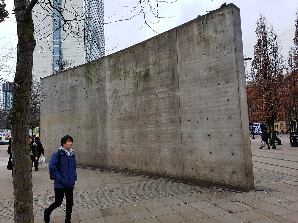 What does this wall say to visitors to the city?