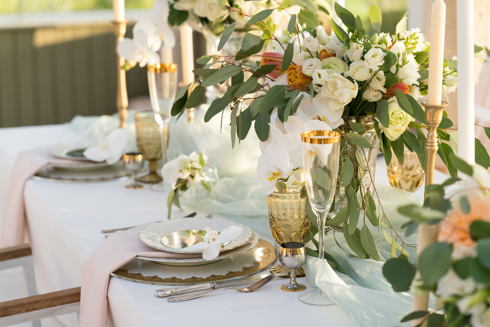 beautifully-decorated-table-with-flowers