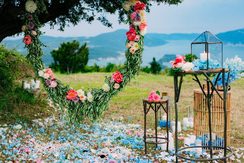 Round-wedding-arch-of-flowers-and-olive-