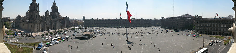 Zocalo_Panorama_seen_from_rooftop_restau