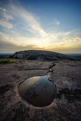 Enchanted Rock State Park in Texas at su