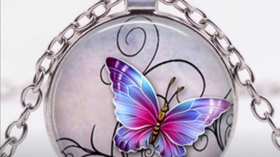 Silver Butterfly Pendant Fashion Necklace NEW