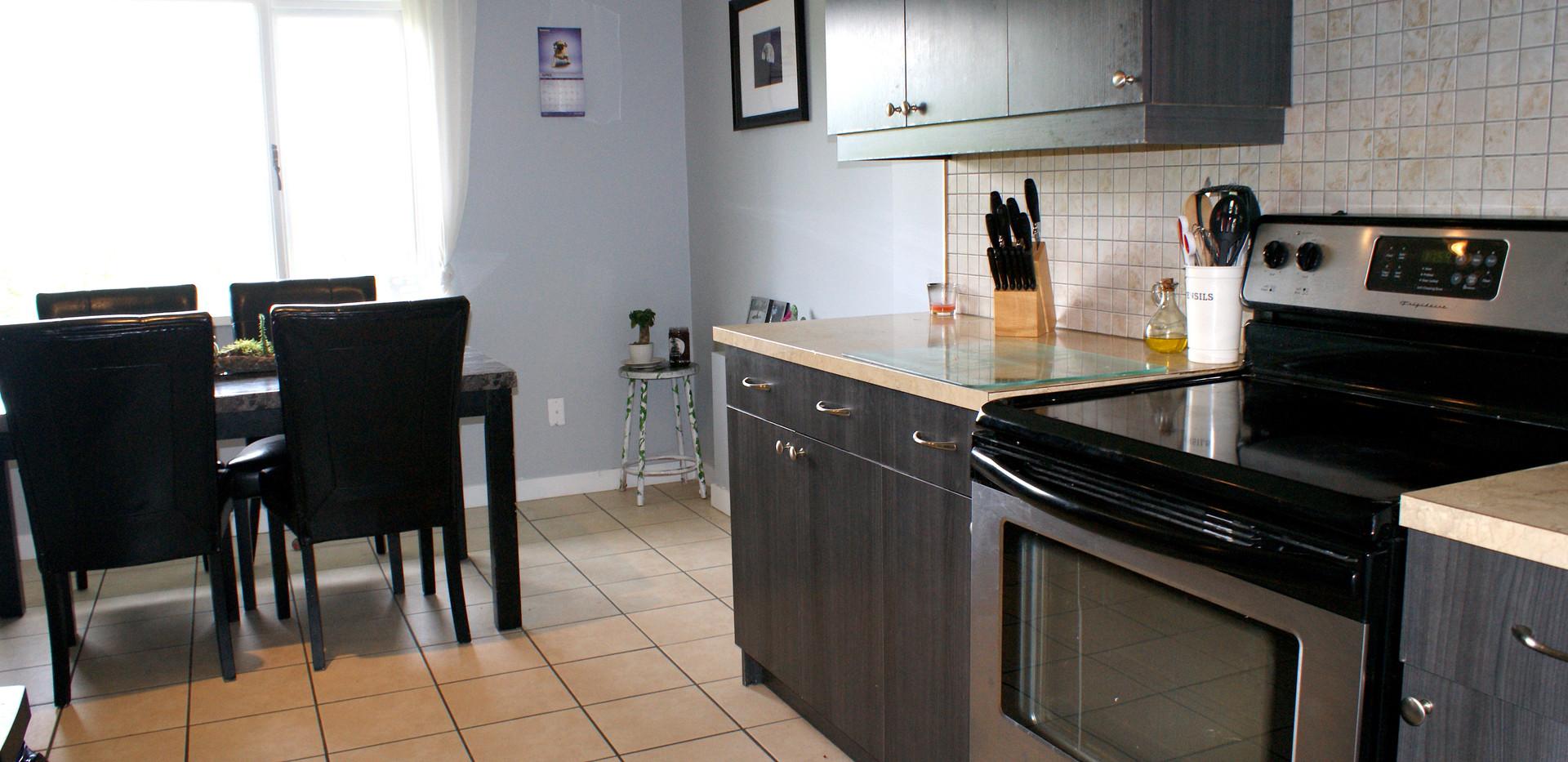 Suite kitchen 2.JPG