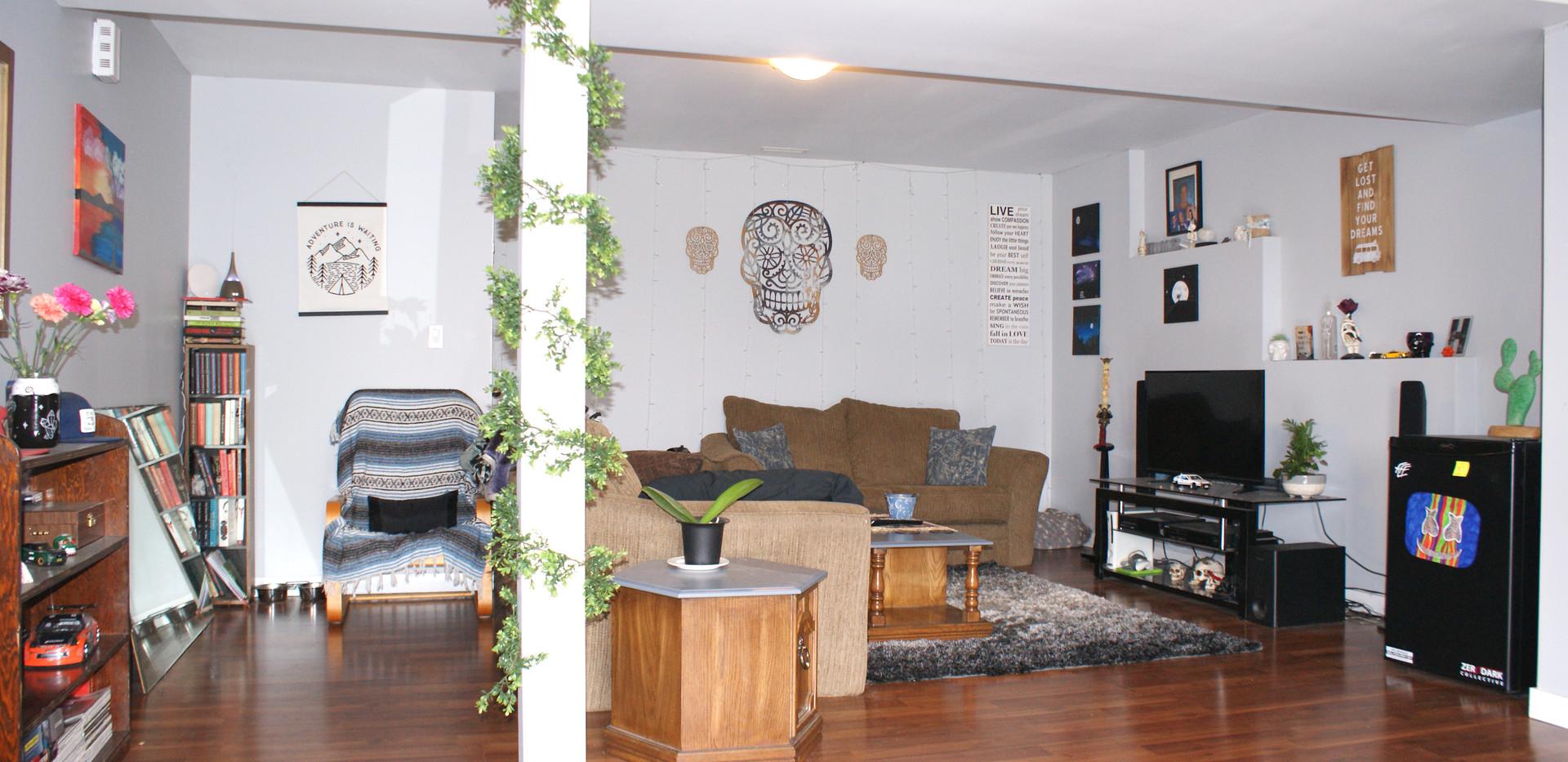 Living Room Suite 2.JPG